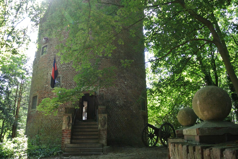 Wehrturm der Burg Stickhausen. Quelle: www.ostfriesland.de